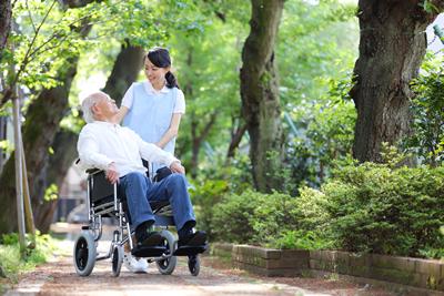 画像:高齢の患者さんに対する医療・介護
